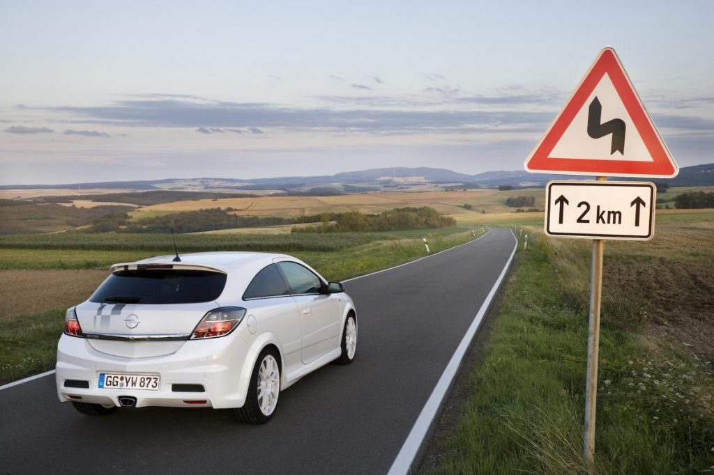 opel-astra-h-gtc-opc-nurburgring-edition-3