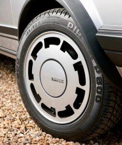 volkswagen-golf-1-gti-1800-pirelli-32