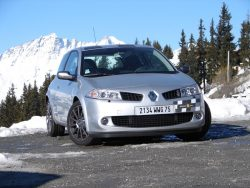 renault-megane-2-rs-f1-team-r26-104