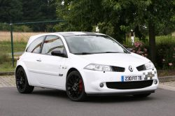 renault-megane-2-rs-f1-team-r26-echappement-16