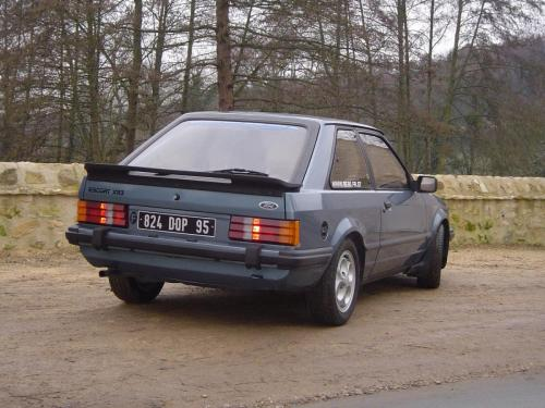 ford-escort-xr3-1980-4-1