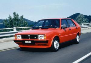 lancia-delta-hf-turbo-3
