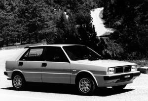 lancia-delta-hf-turbo-4