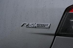 match-renault-megane-2-rs-r26-f1-team-vs-megane-3-rs-10
