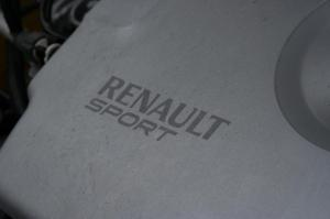 match-renault-megane-2-rs-r26-f1-team-vs-megane-3-rs-20