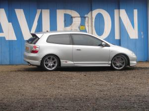renault-megane-2-rs-r26-f1-team-vs-honda-civic-type-r-ep3-29