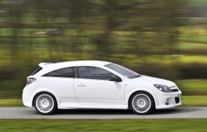 opel-astra-h-gtc-opc-nurburgring-edition-11