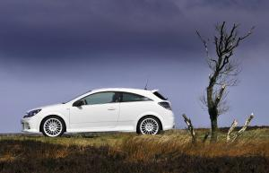 opel-astra-h-gtc-opc-nurburgring-edition-12
