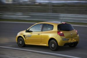 renault-clio-3-rs-f1-team-r27-21