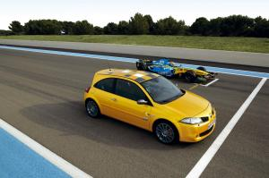renault-megane-2-rs-f1-team-r26-26