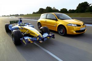 renault-megane-2-rs-f1-team-r26-33