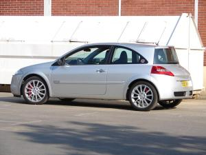 renault-megane-2-rs-f1-team-r26-60