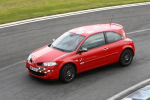renault-megane-2-rs-f1-team-r26-echappement-3