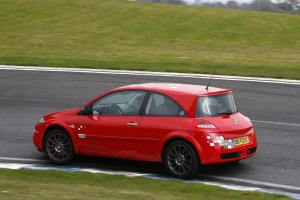 renault-megane-2-rs-f1-team-r26-echappement-4
