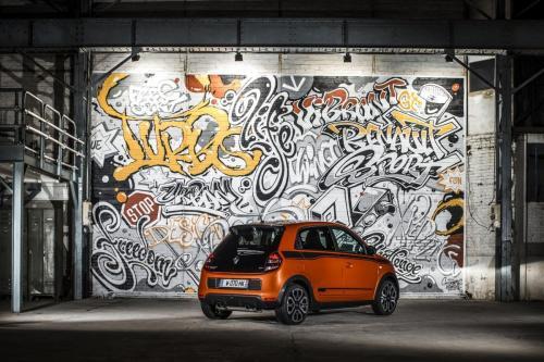RENAULT TWINGO GT RENCONTRE LE STREET ART PARISIEN