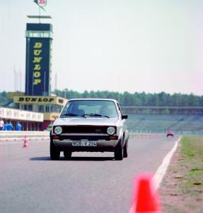 volkswagen-golf1-gti-1600-6