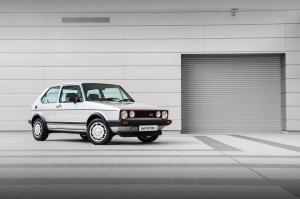 volkswagen-golf-1-gti-1800-pirelli-13