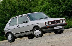 volkswagen-golf-1-gti-1800-pirelli-14