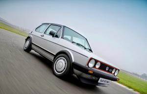 volkswagen-golf-1-gti-1800-pirelli-16