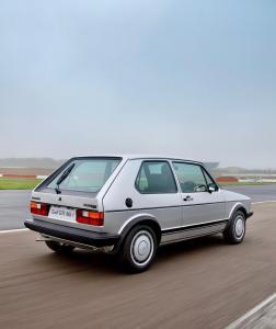 volkswagen-golf-1-gti-1800-pirelli-23