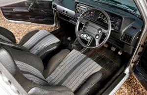 volkswagen-golf-1-gti-1800-pirelli-25