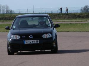 volkswagen-golf-4-r32-12