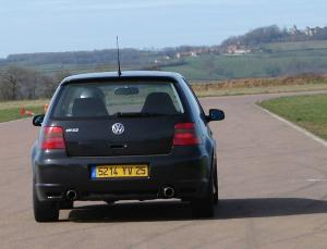 volkswagen-golf-4-r32-21