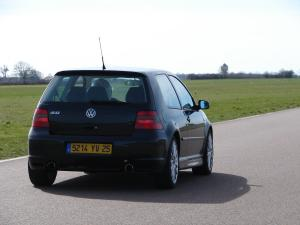 volkswagen-golf-4-r32-30