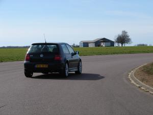 volkswagen-golf-4-r32-32