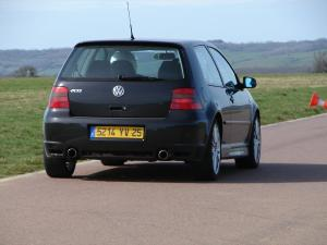 volkswagen-golf-4-r32-33