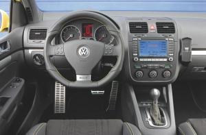 volkswagen-golf-5-gti-pirelli-43