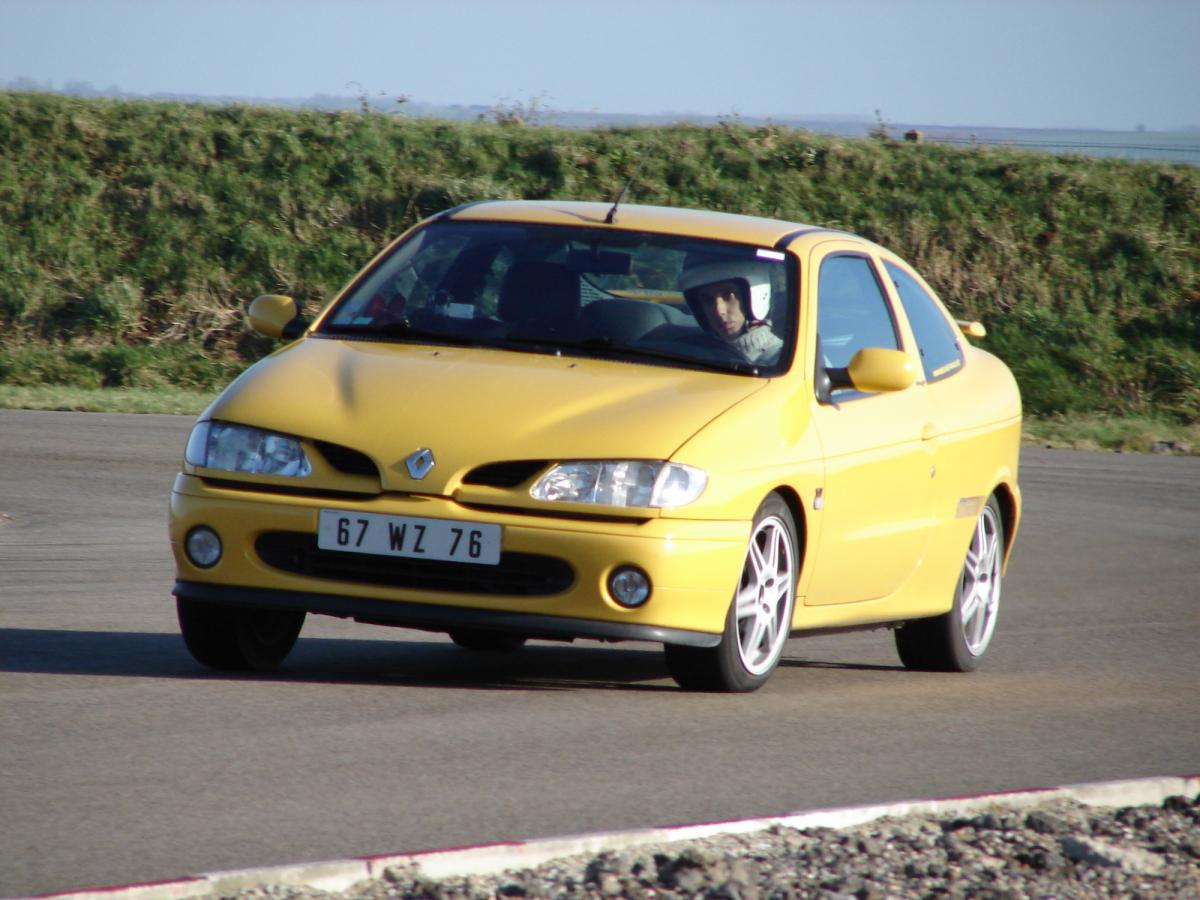 renault-megane-coupe-16v-monte-carlo-13